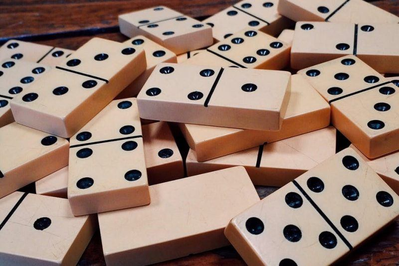 pile of domino game tile pieces
