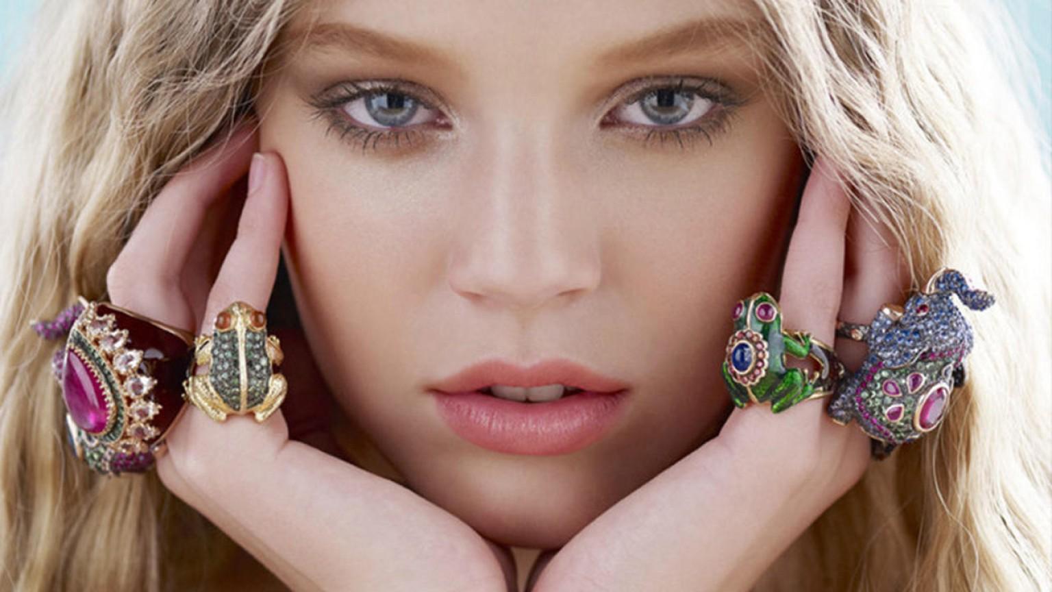beautiful women wife jewelry mothers day gift ideas