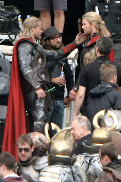 chris hemsworth with stunt double touching face in thor 2 avengers