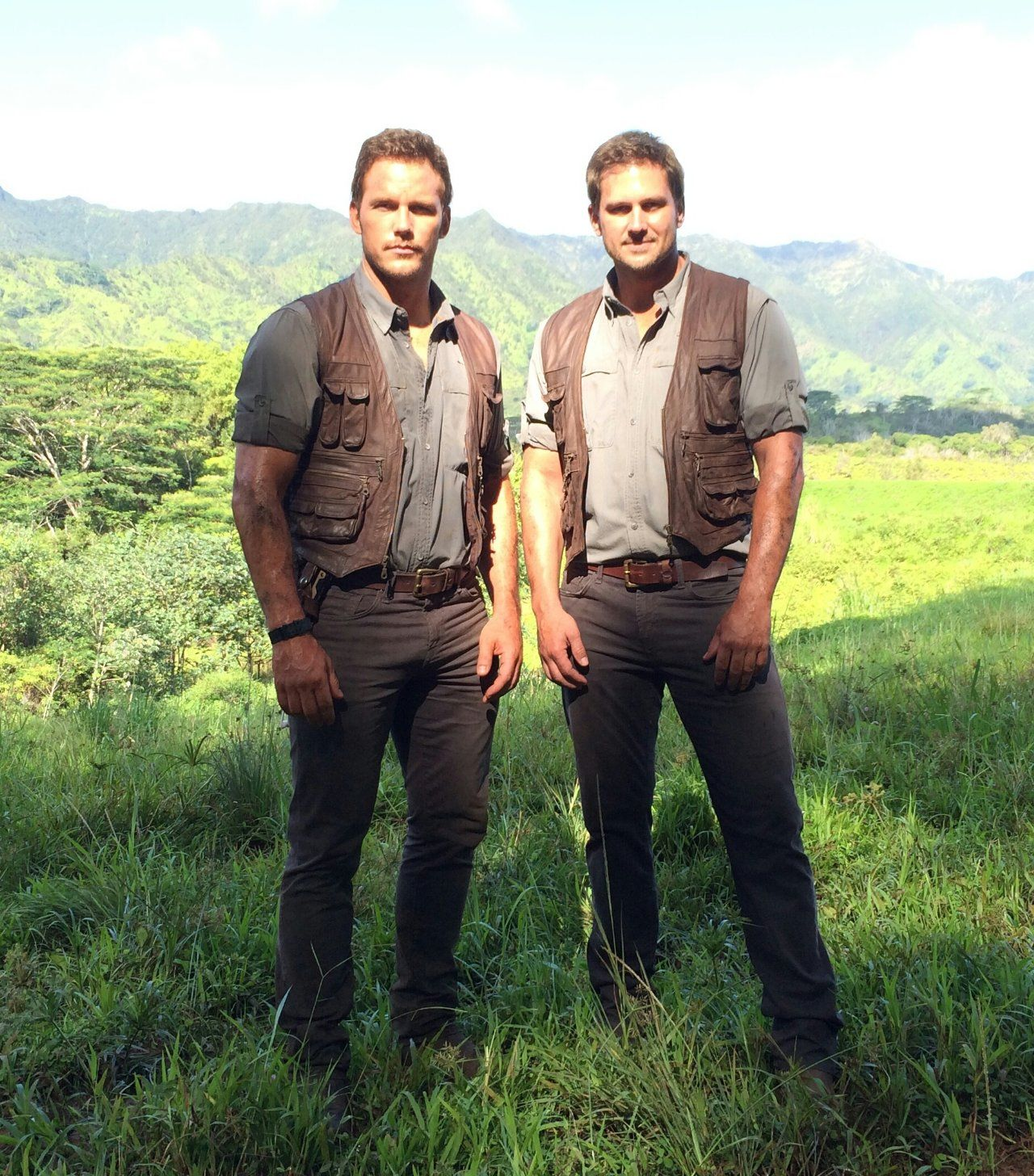 chris pratt with jurassic park stunt double