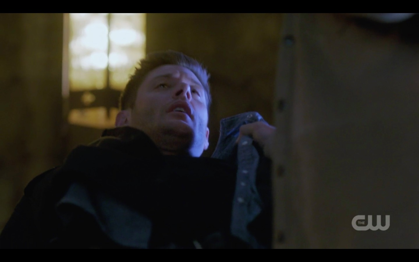dean winchester pulling knife out for lucifer season 13 finale