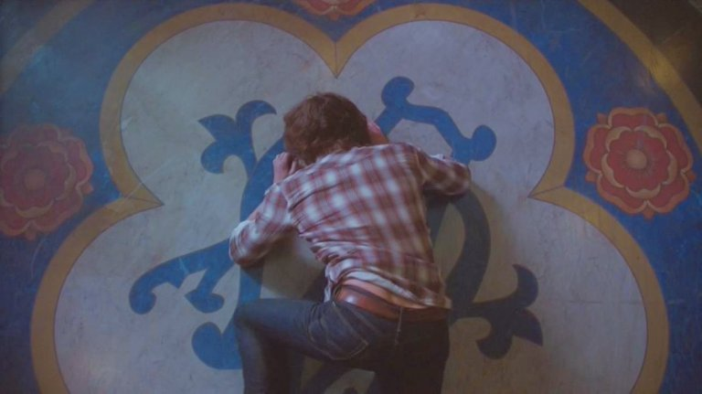 sam winchester crying into church carpet supernatural season 13 finale