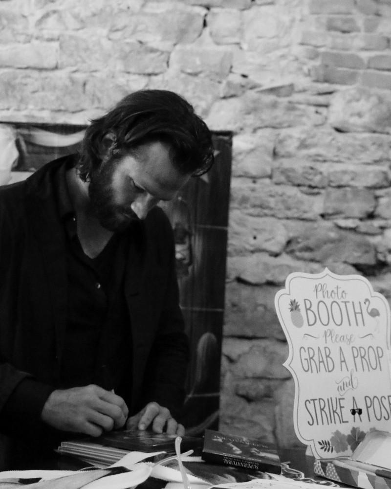 jared padalecki signs fans autographs at austin supernatural day 2018