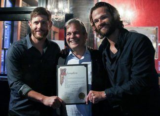 jensen ackles jared padalecki with austin mayor adler for supernatural day