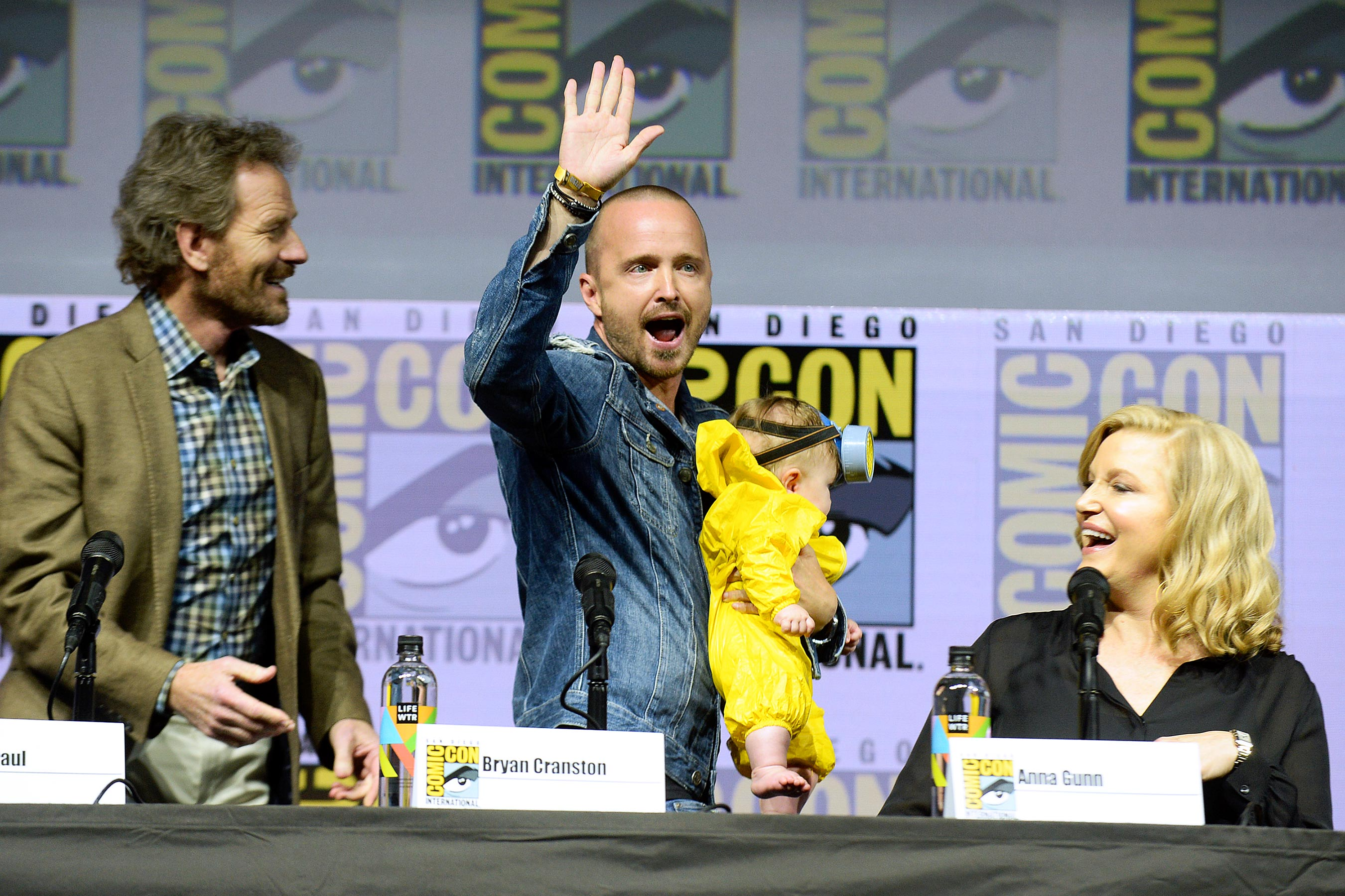 breaking bad reunion at comic con 2018 with aaron paul baby bryan cranston