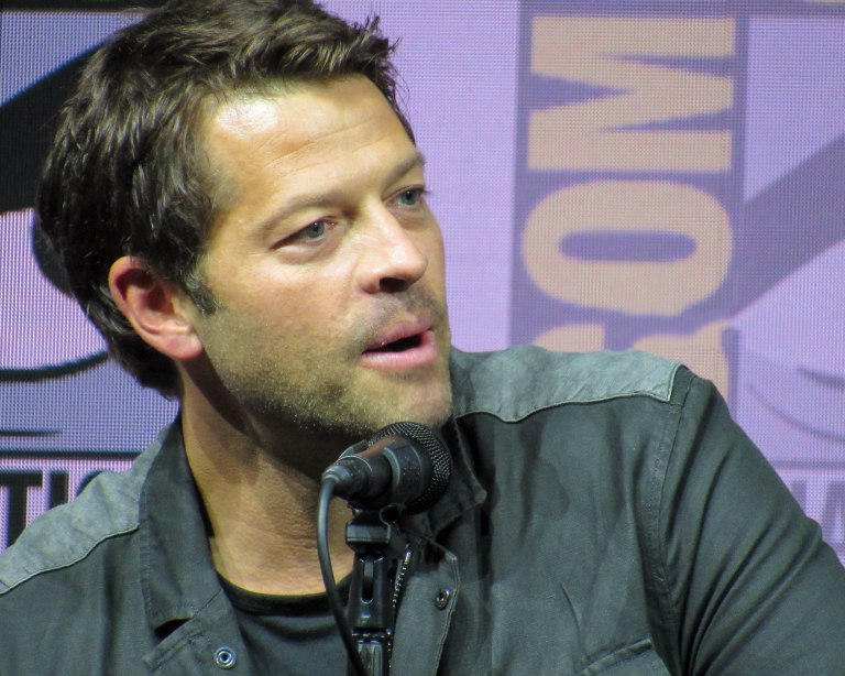 misha collins talks cas trenchcoat on supernatural