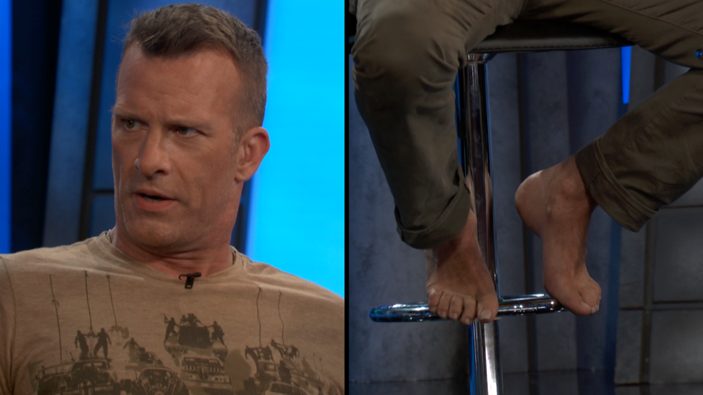 thomas jane shows off feet at comic con 2018