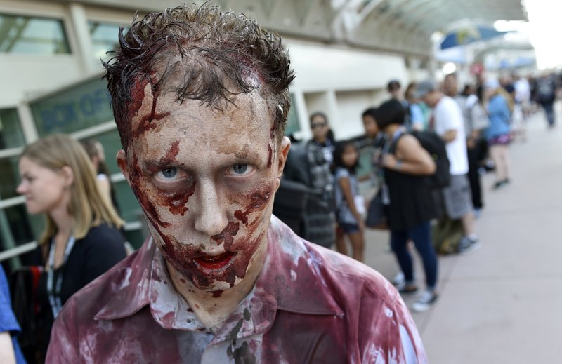 walking dead zombie at comic con 2018