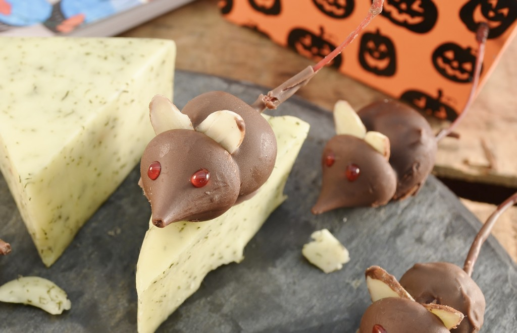 halloween chocolate kiss mice for kids