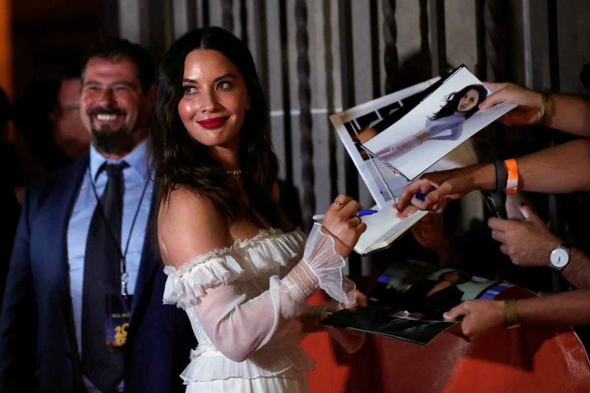 olivia munn controversy keeps predator biting box office