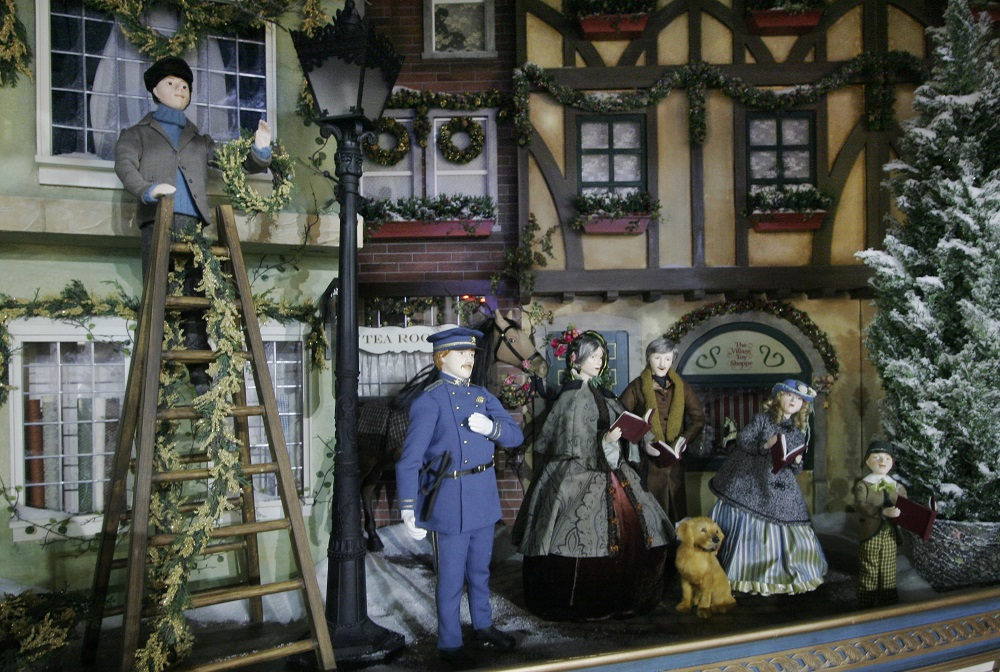 lord taylor 2006 windows display victorian christmas outside