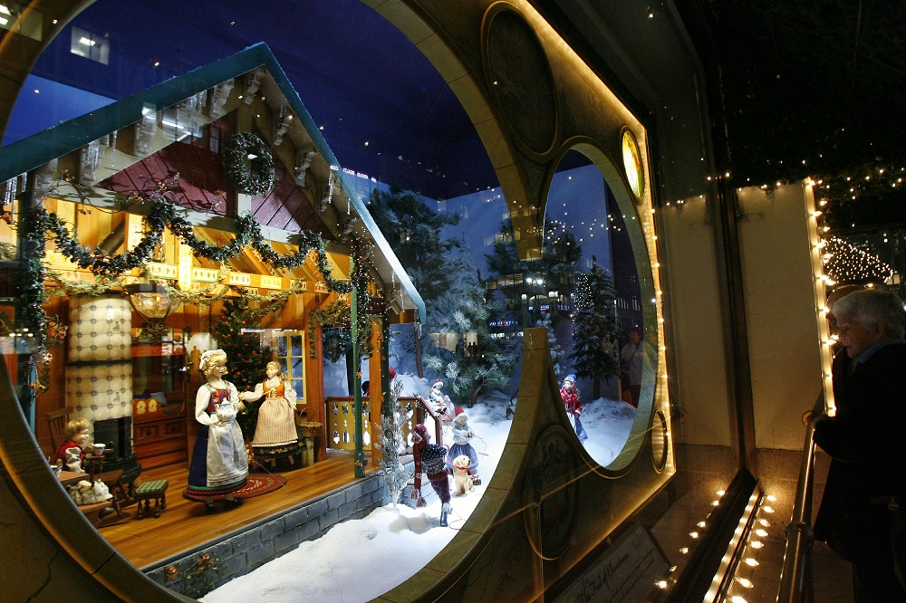 lord taylor old style christmas window