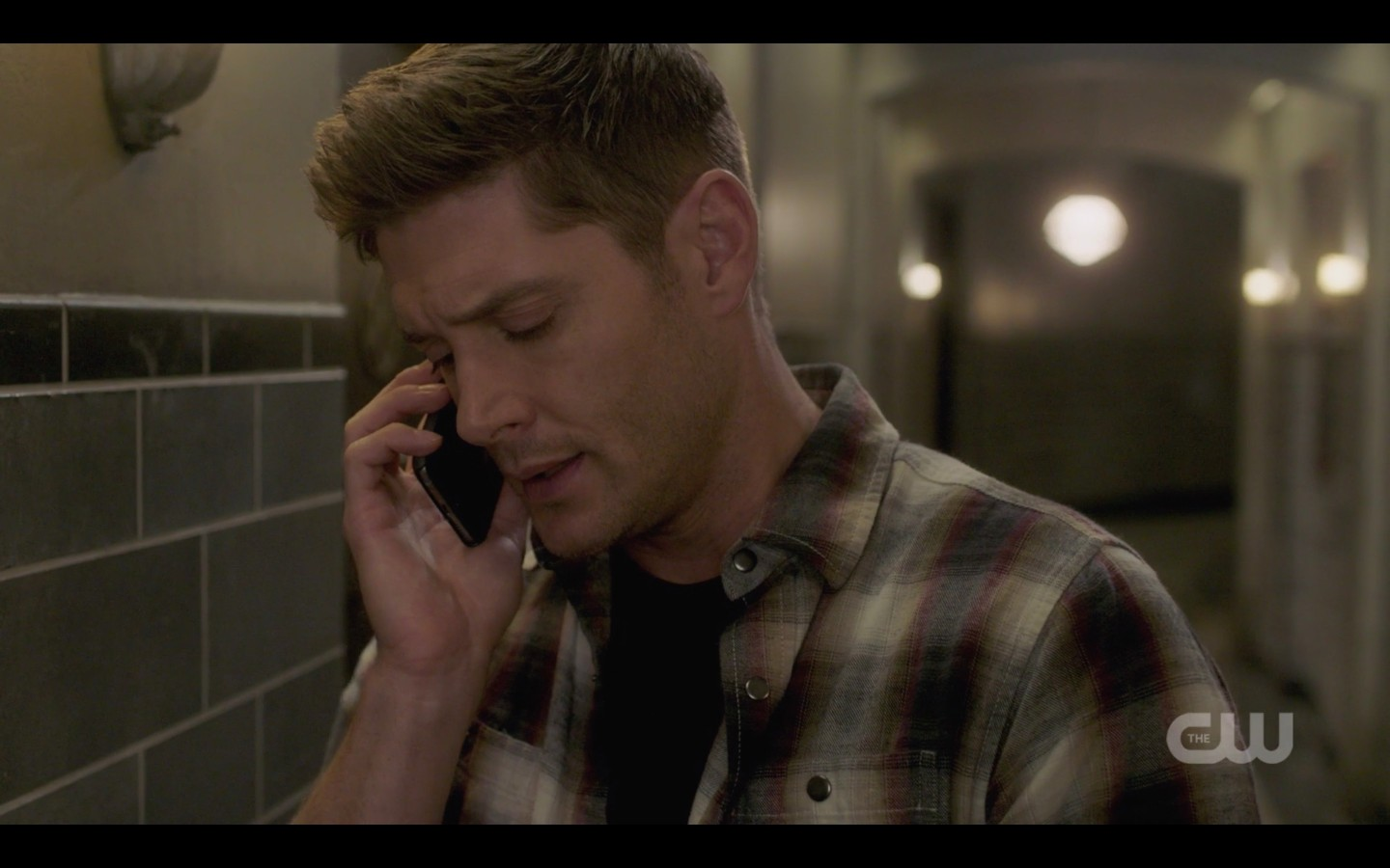dean on phone with sam hurting spn 1408