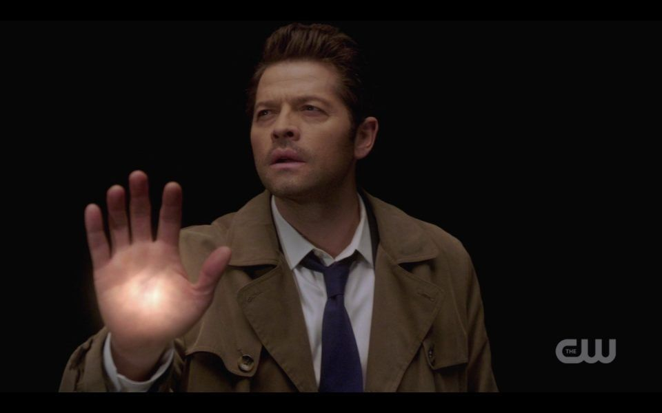 castiel with glowing hand spn 1410