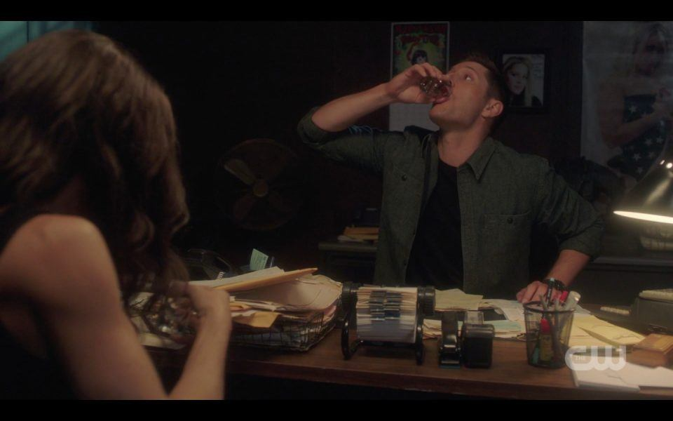 dean winchester drinking at bar with pamela spn 1410