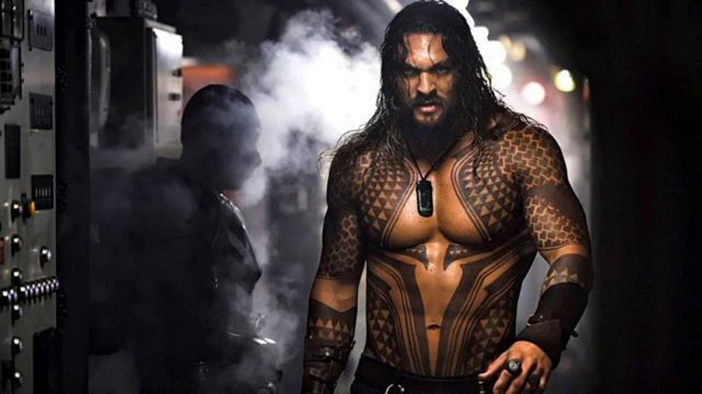 jason momoa aquaman news years eve shirtless dc comics