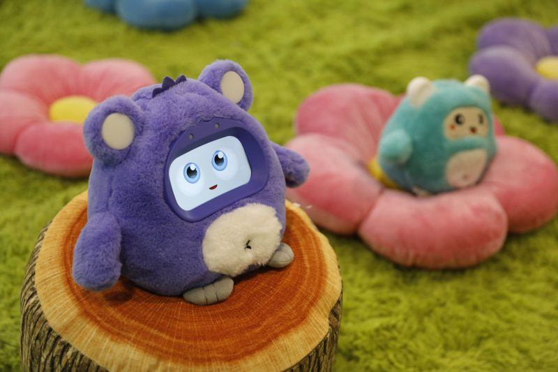 woobo talking robot at ces international 2019