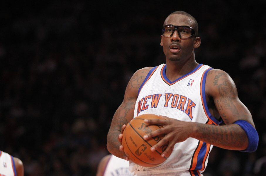 Amare Stoudemire sports goggles during nba game
