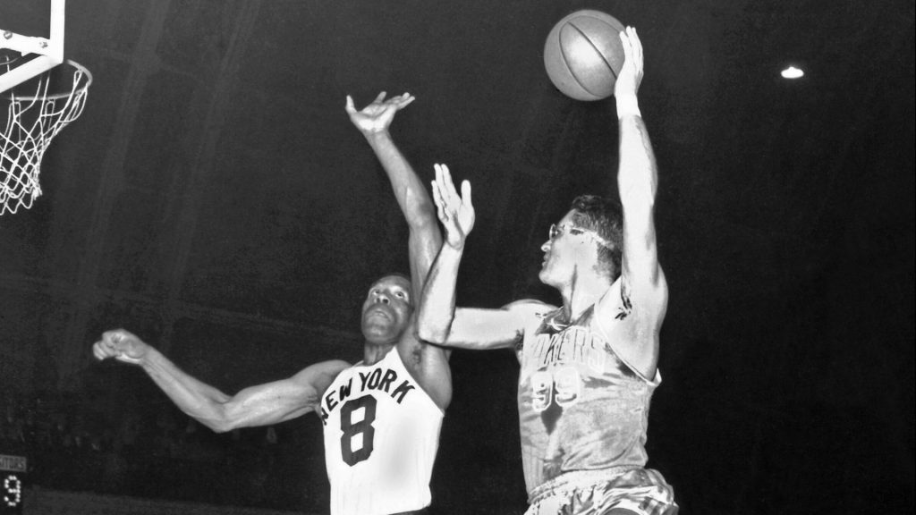 george mikan sporting glasses in early nba