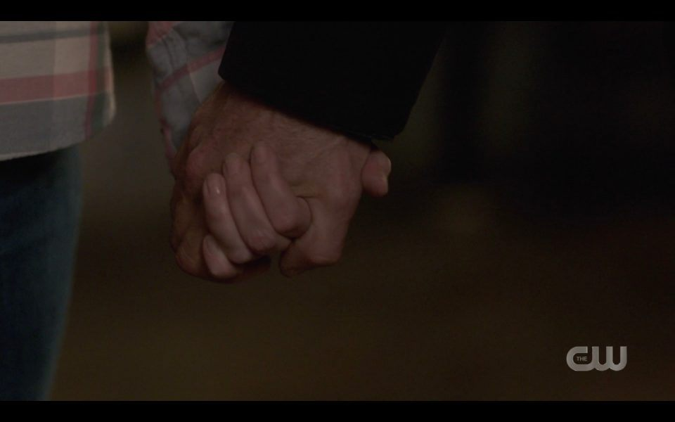 sam dean holding hands fake out john mary winchester instead spn 1413