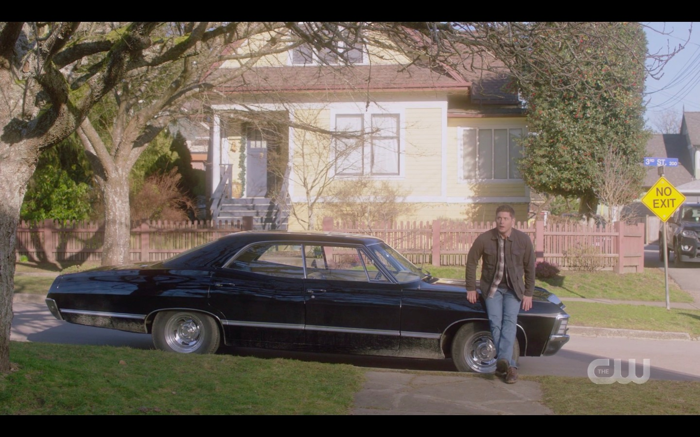Dean Winchester scootched away from snake on car spn 1415