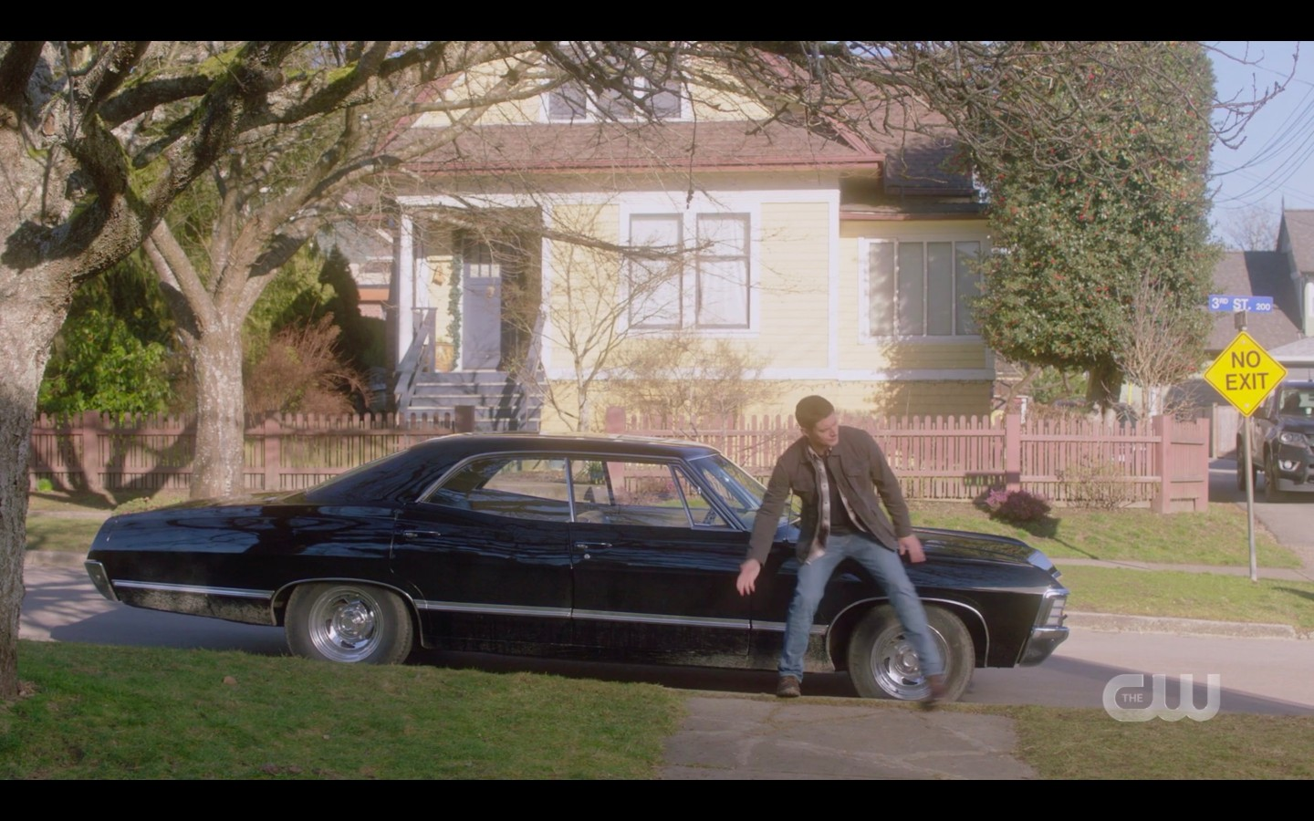Dean Winchester scootching away from snake on car spn 1415