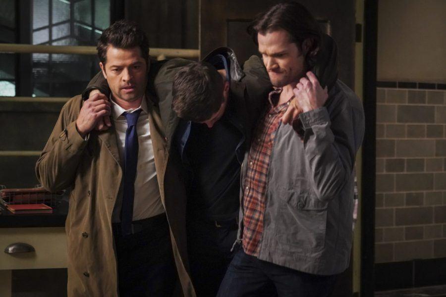 Sam Winchester Castiel carrying beaten up Dean from Gorgon SPN 1414