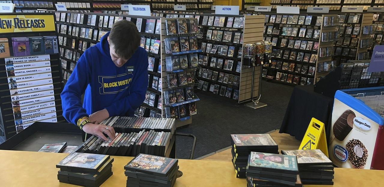 ryan larrew works at last blockbuster store in existence oregon 2019