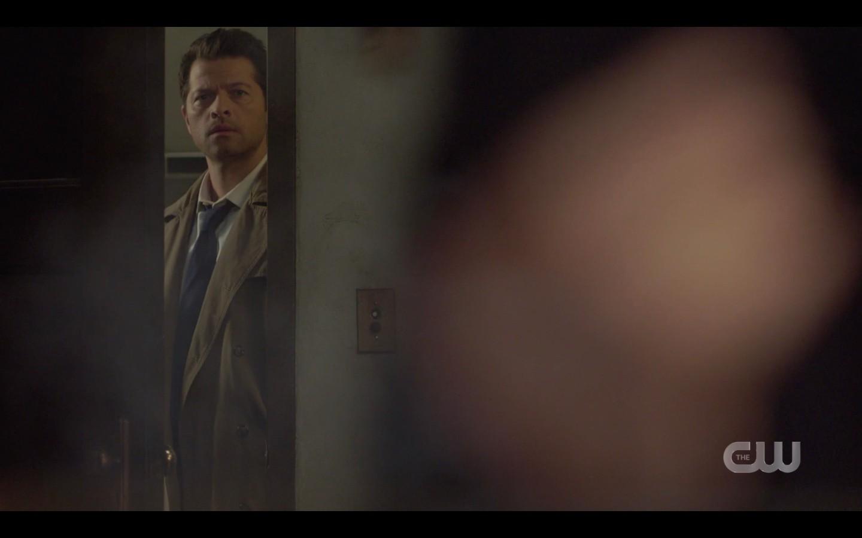 supernatural 14.15 castiel looking through crack seeing jack turning snake to ash