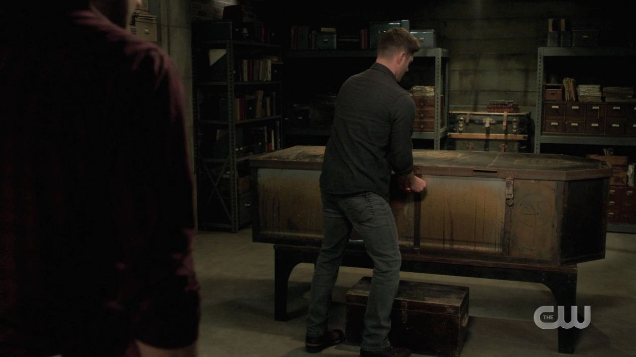 Dean Winchester locks malak box with Jack inside SPN 14.19