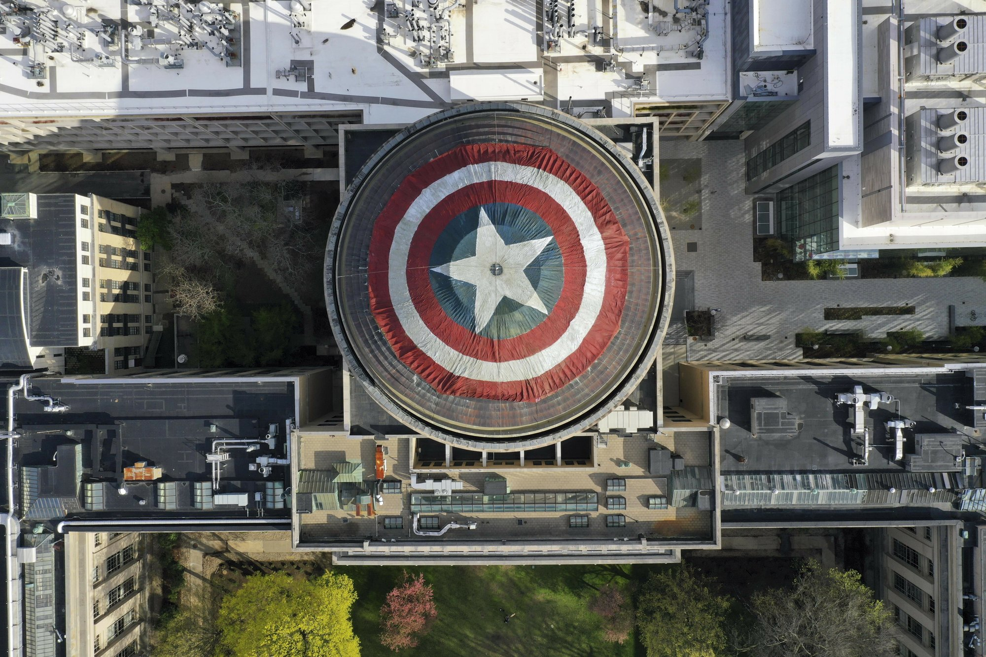 MIT students cover great dome with captain america shield for avengers endgame 2019