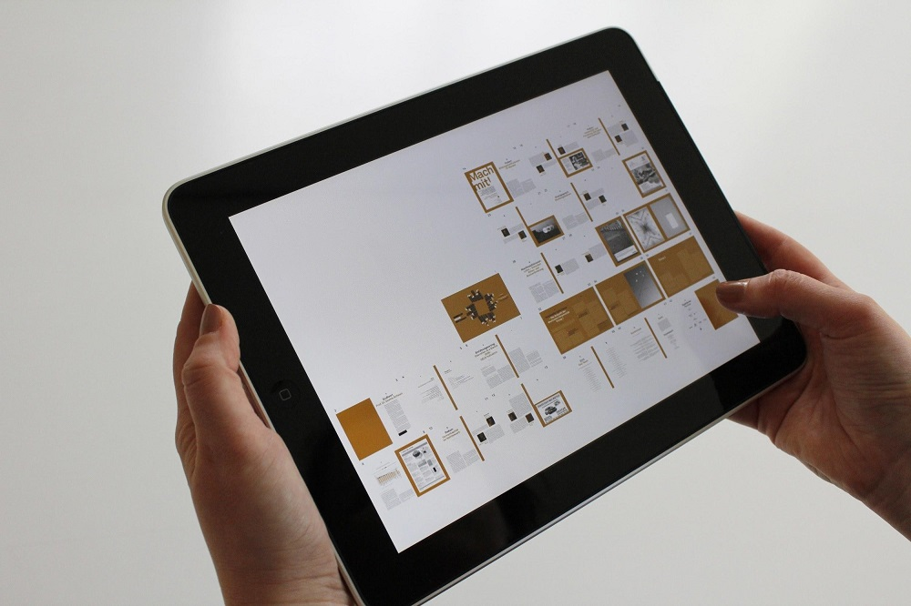 Smart homes 2019 being controlled by tablet kb home projekt