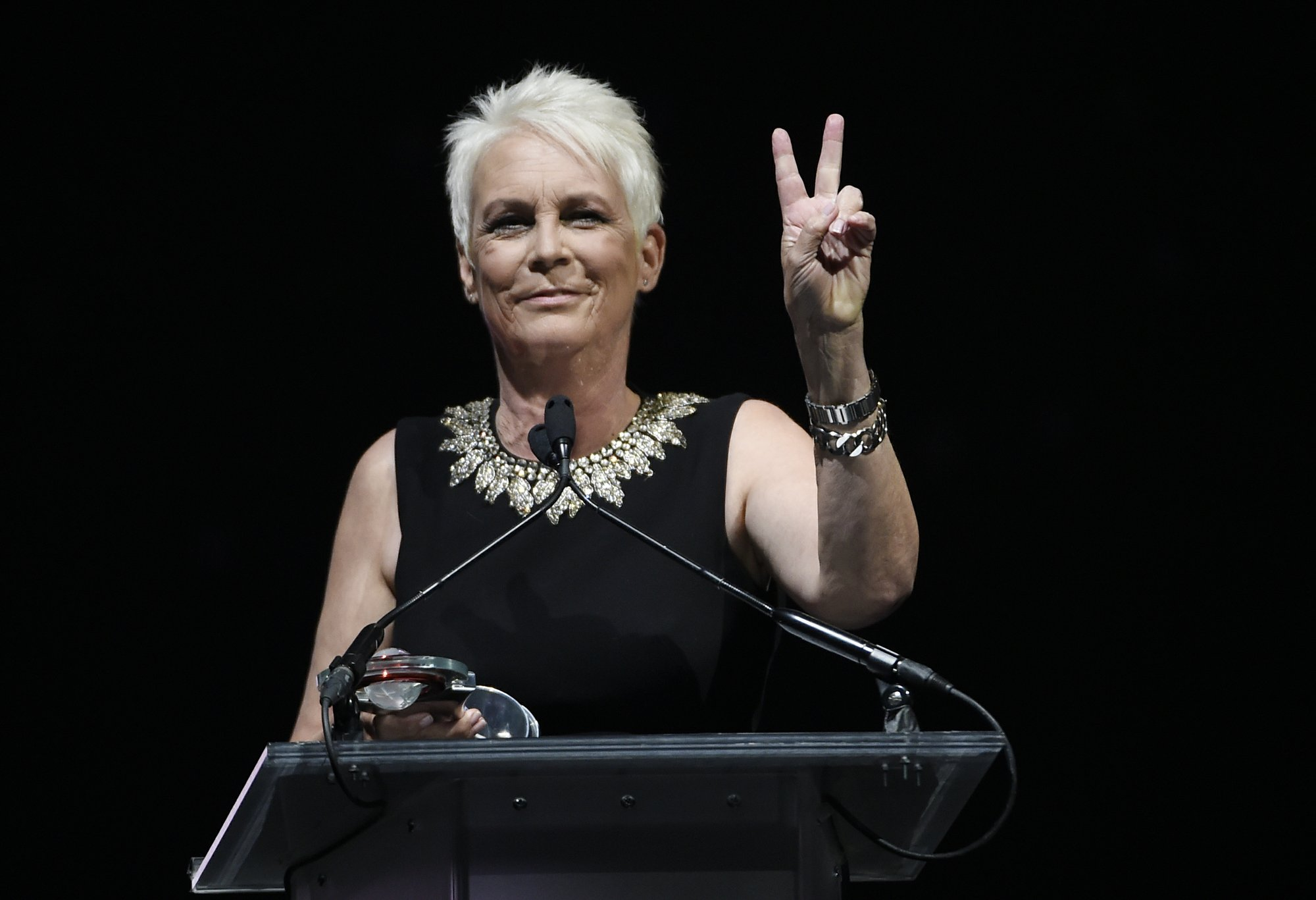 Jamie Lee Curtis takes on Joe Biden Anita Hill apology at CinemaCon.