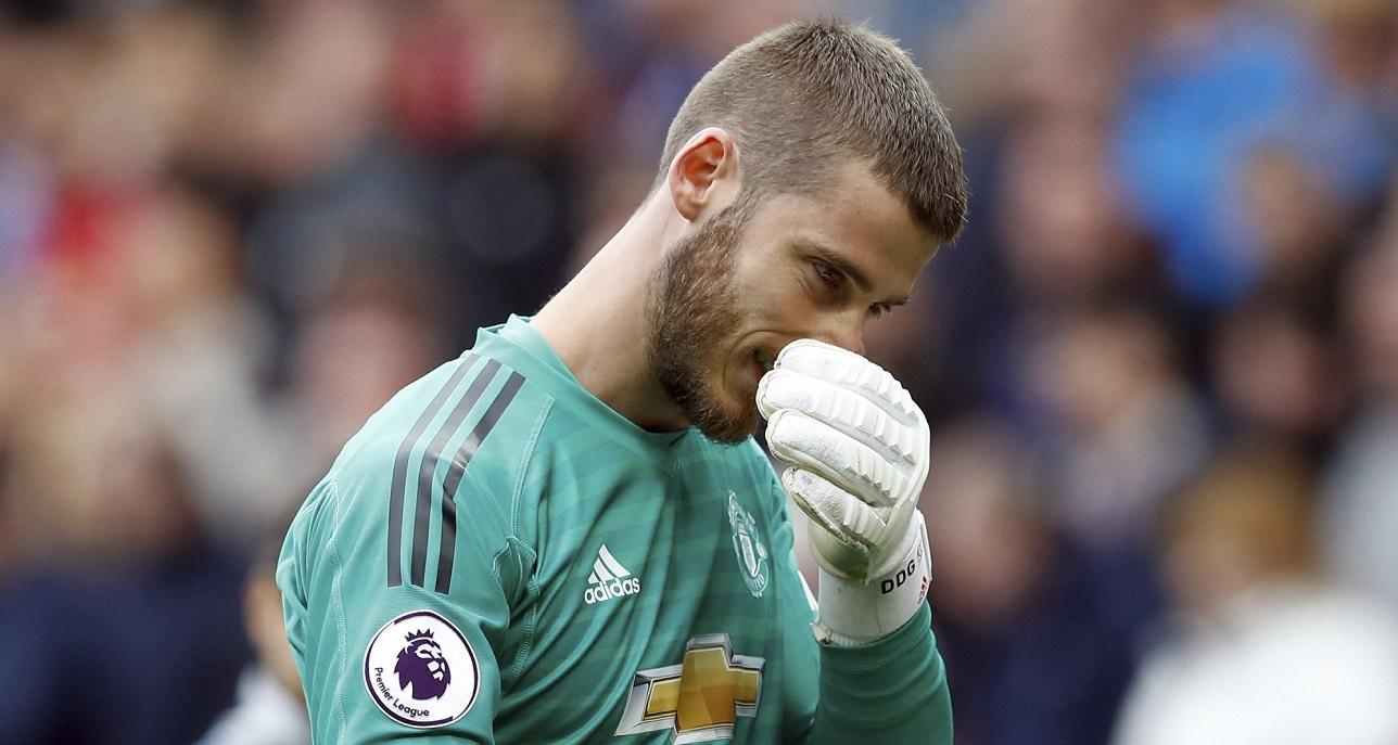 manchester united david de gea rubbing nose after chelsea loss premier league