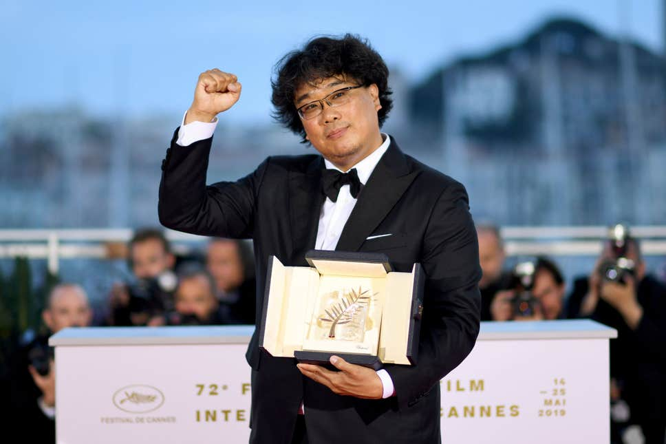 boon joon ho received cannes palme dor for parasite comedy 2019 images