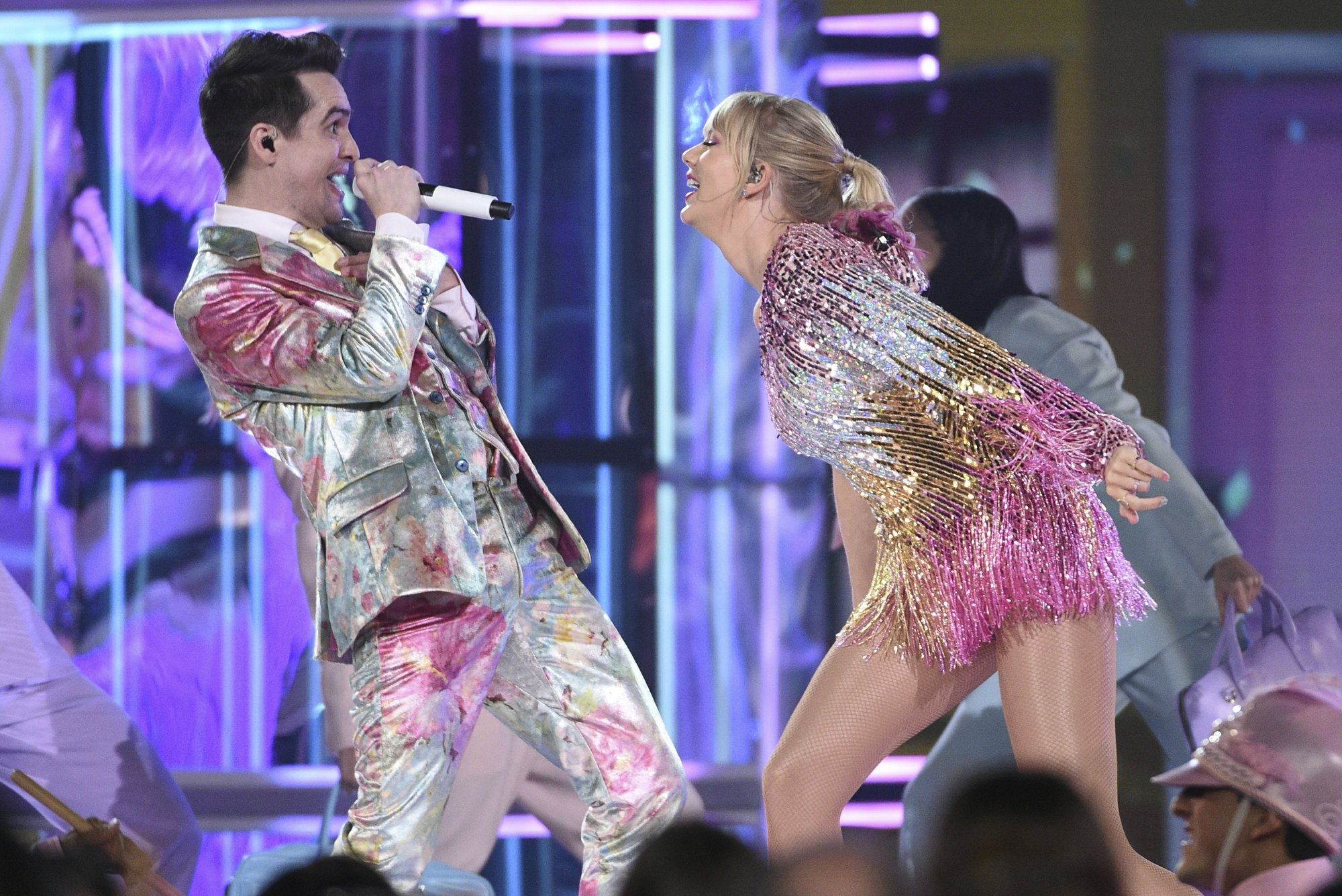 brendon Uris reacts to taylor swift me son at billboard music awards