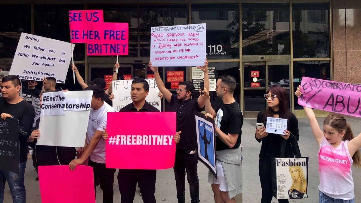britney spears fans outside courthouse