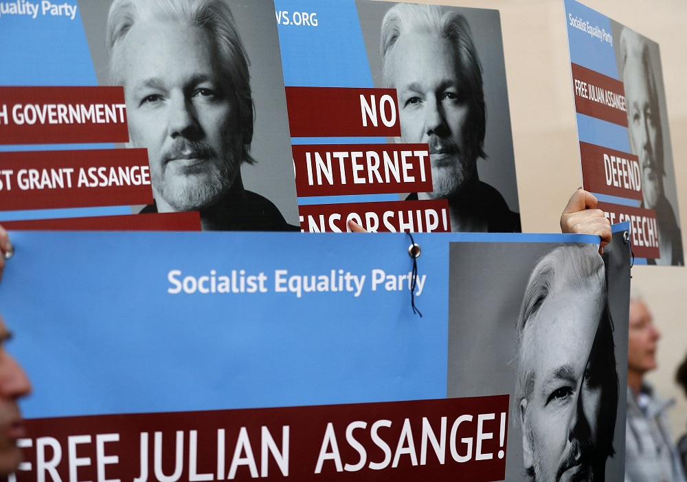 defenders of julian assange protest us wanting him
