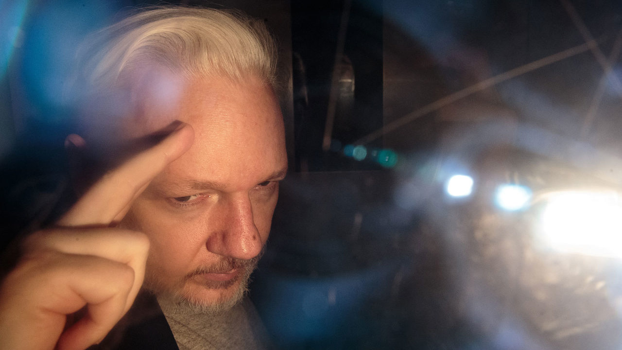 julian assange charged with 17 new espionage act violations 2019 images