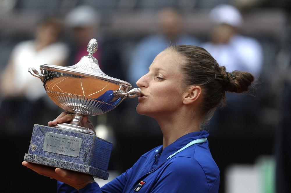 karloina pliskova wins italian open beating johanna konta 2019