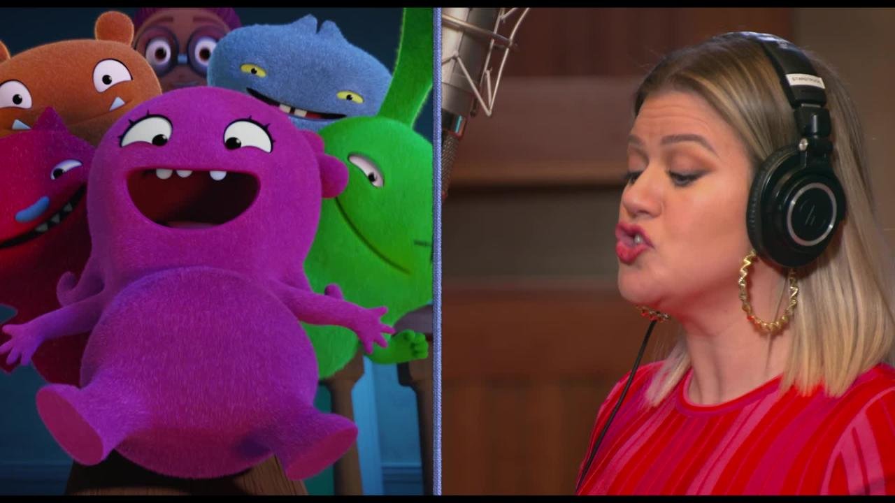 kelly clarkson in sounds stage for uglydolls movie