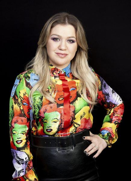 kelly clarkson mttg interview uglydolls with marilyn monroe james dean blouse