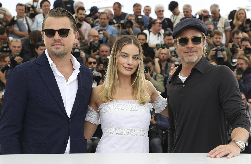 leonardo dicaprio margot robbie with brad pitt at cannes 2019
