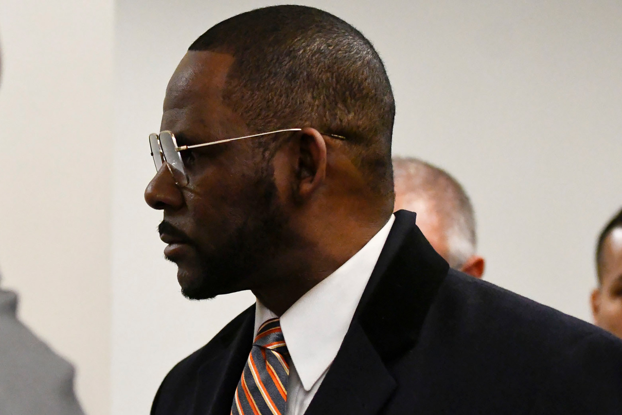 r kelly cant read or write in court lawsuit