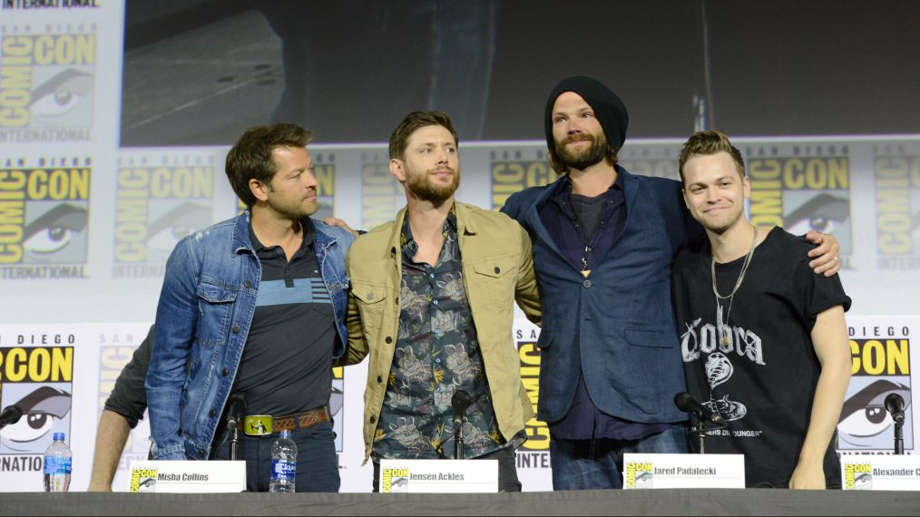 jared padalecki hugging jensen ackles alex calvert misha collins at comic con
