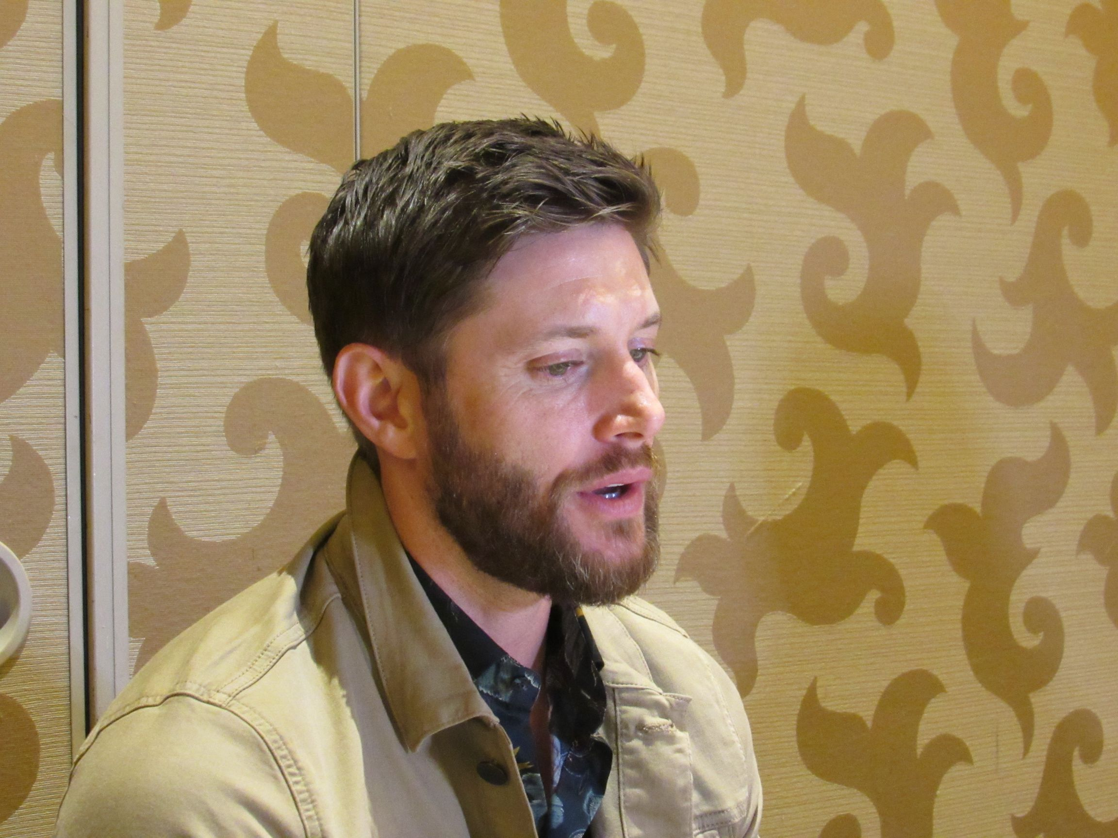 jensen ackles mttg interview comic con 19 207