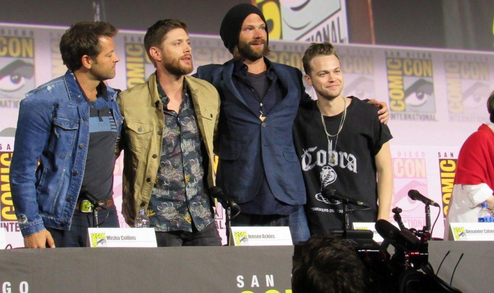supernatural final comic con panel jensen ackles jared padalecki hugging 2019