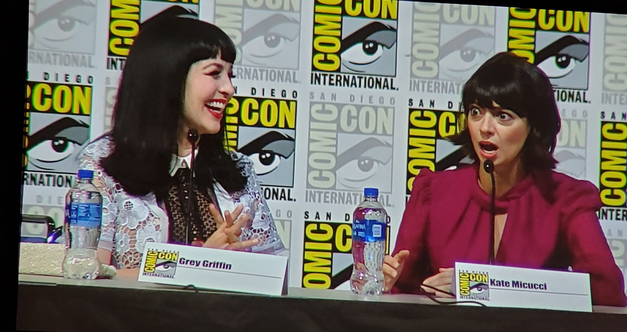 scooby doo cast kate micucci grey griffin comic con 2019