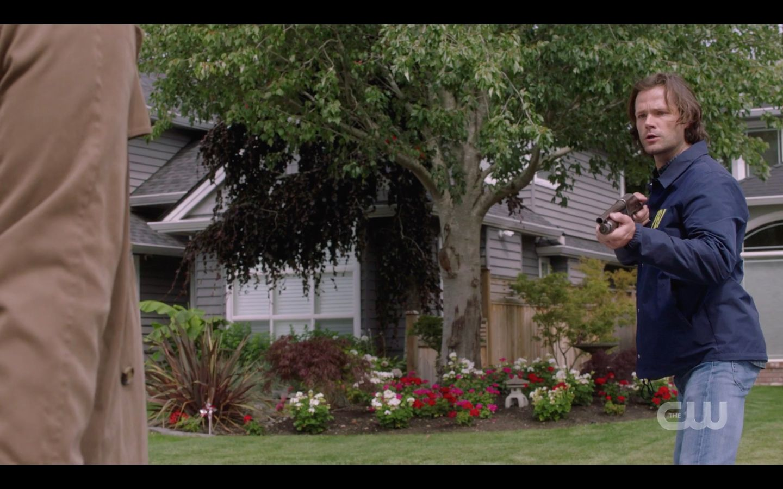 Sam Winchester accidentally shoots Castiel SPN 1501