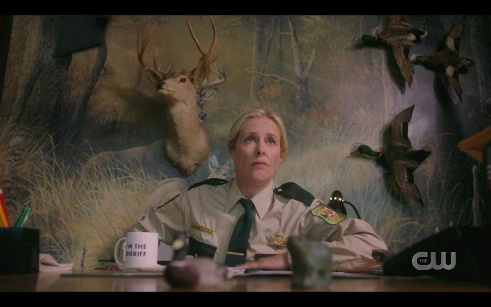 Rachel Hayward as sheriff in Supernatural 1505